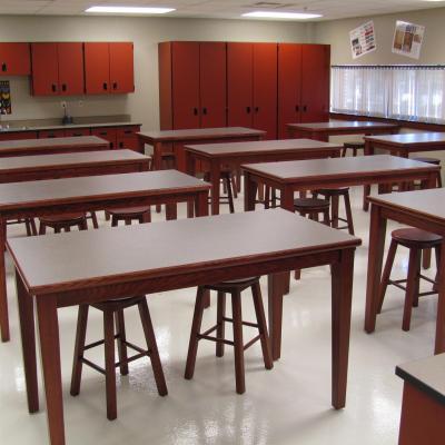 4 leg rectangulad tables in a classroom